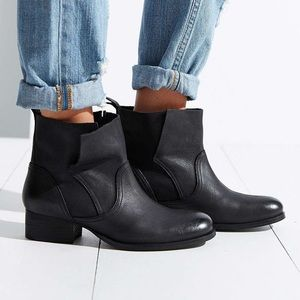 Urban Outfitters - Ecote Side Overlap Boot